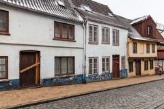 Hus står i rad i Flensburg, Tyskland Royaltyfri Fotografi