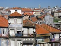 Hus taklägger i historisk del av Porto Fotografering för Bildbyråer