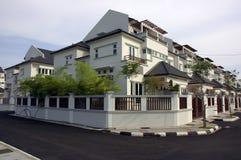hus terrasserar white Arkivfoton