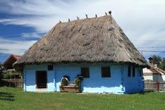 hus traditionella romania Arkivfoton