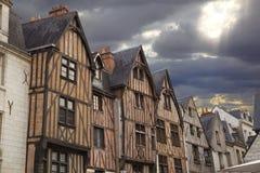 hus turnerar traditionellt trä för town Royaltyfri Bild
