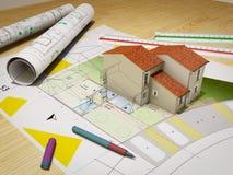 Hus under konstruktion överst av ritningar royaltyfria foton