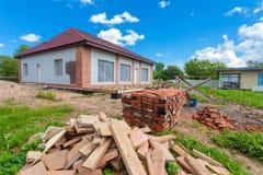 Hus under under-renovering, omdana och konstruktion och och materialen för konstruktion Royaltyfri Bild