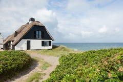 Hus vid havet royaltyfria foton