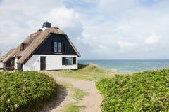 Hus vid havet arkivbilder
