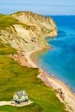 Hus vid havet, Magdalen Islands, Iles de la Madeleine royaltyfri bild