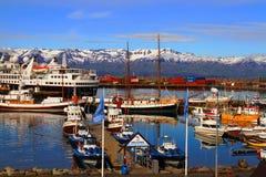 Husavik hamn, Juli 2017, Island fotografering för bildbyråer