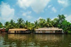 Husbåt på kanalerna av Alleppey Royaltyfria Bilder