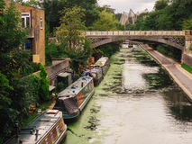 Husbåtar på den Regent's kanalen i London Royaltyfria Foton