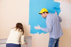 The husband and wife doing renovation at home Royalty Free Stock Photos