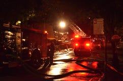 Husbrand i Oakland Kalifornien Arkivbild