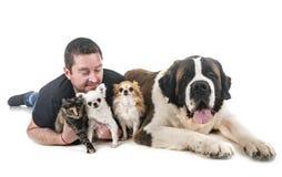 Husdjur och man royaltyfria bilder
