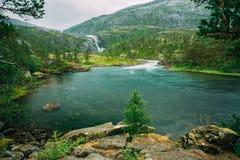 Husedalen - dal av vattenfall Norge jätte Royaltyfri Foto
