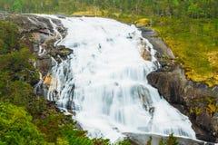 Husedalen - dal av vattenfall Norge jätte Arkivfoto