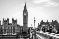 Husen av parlamentet på den Westminster bron i London - LONDON - STORBRITANNIEN - SEPTEMBER 19, 2016 Royaltyfria Bilder