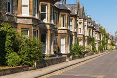 Häuser in der englischen Straße Lizenzfreies Stockfoto