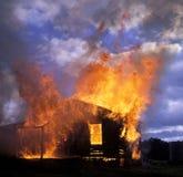 Huset avfyrar arkivfoto