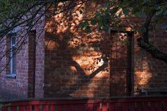 Huset i skuggan Royaltyfria Foton