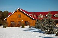Huset med ett rött tak Royaltyfri Bild