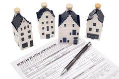 Huset med intecknar lånapplikation Arkivbild