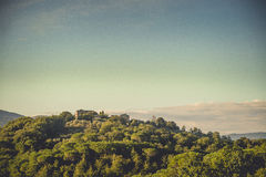 Huset på kullen, Tuscany, Italien arkivfoto