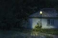 Huset på natten Royaltyfria Bilder