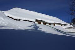 huset snowed tenadalen Arkivbilder