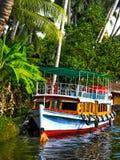 Husfartyg i tillbaka vatten, Alleppey, Kerala, Indien Arkivfoton