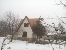 Husgård som täckas med djup snö Fotografering för Bildbyråer