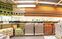 Hushållaromer i Ikea Royaltyfri Foto