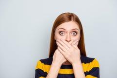 Hush les gens d'affaires effrayés toussant le grand concep ébahi de mode photos libres de droits