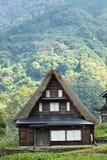 husjapan går den gammala shirakawaen Arkivbild