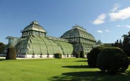 husnbrunn gömma i handflatan palmenhaussch wien royaltyfri fotografi