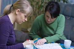 husplan som studerar kvinnor Arkivbild
