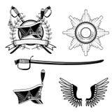 Hussardo da barretina mais ou menos cilíndrica e emplumada, crachá, espada Imagens de Stock Royalty Free