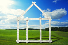 Hussymbol på äng Fotografering för Bildbyråer