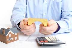 Hustangenten med intecknar lånapplikation Arkivbild