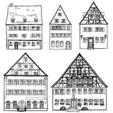 Husuppsättning som isoleras på vit bakgrund. Europeisk byggnadssamling. Arkivbilder