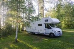 Husvagn på campingplatsen i bergen arkivbilder