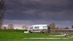 Husvagnbil Arkivfoton