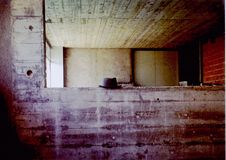 Hut auf Betonmauer Stockfoto