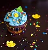Hut der kleinen Kuchen mit Sahne caken Stockbilder
