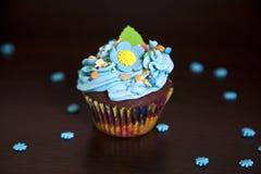 Hut der kleinen Kuchen mit Sahne caken Lizenzfreie Stockfotografie