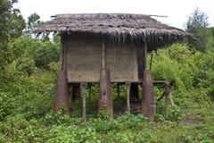 Hut met oorlogsschroot dat wordt gebouwd Stock Foto's