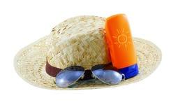 Hut mit Sonnenbrille und Körperlotion Lizenzfreie Stockfotos