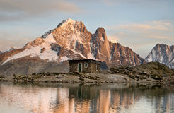Hut and mountains lake reflection Royalty Free Stock Photos