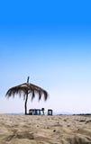 Hut op een Tropisch Strand Royalty-vrije Stock Foto's