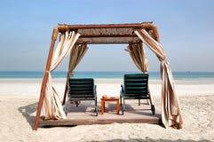 Hut op het strand van luxehotel Stock Foto
