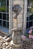 Hut, Stock und Rucksack, Symbole von Pilgern in Santiago de Compostela lizenzfreies stockbild