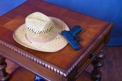 Hut und Pistole Stockbilder